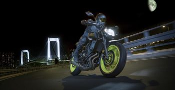 2018-Yamaha-MT-07-EU-Night-Fluo-Action-003