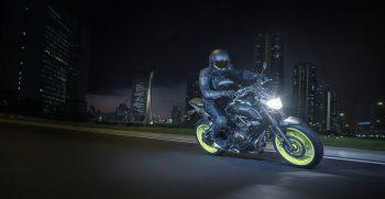 2018-Yamaha-MT-07-EU-Night-Fluo-Action-004
