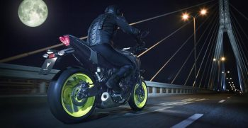 2018-Yamaha-MT-07-EU-Night-Fluo-Action-007